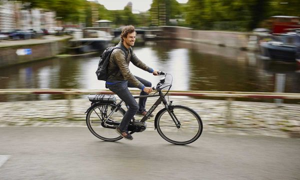 hvor langt kan man køre på el cykel